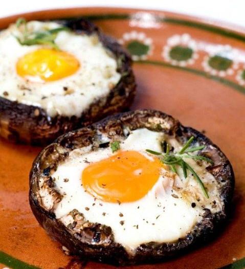 Faire cuire un oeuf dans un champignon Portobello  une bonne idée pour le brunch!